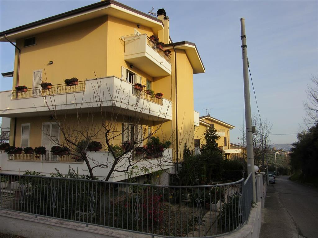 Cucine Mosciano Sant Angelo case e immobili in vendita a mosciano sant'angelo   pcase.it