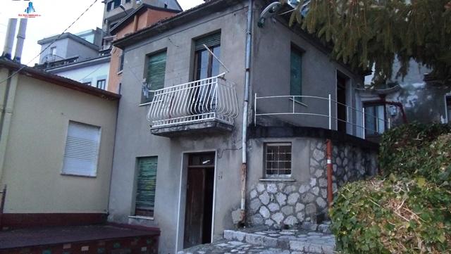 Casa indipendente con terrazzo, Ariano Irpino via desabramo