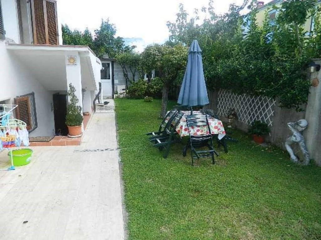 Casa indipendente con giardino a Carrara - avenza - 01