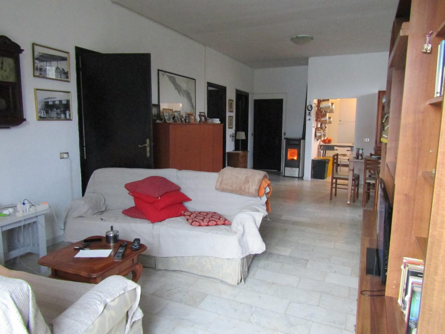 Casa indipendente con giardino a Carrara - marina di carrara - 01