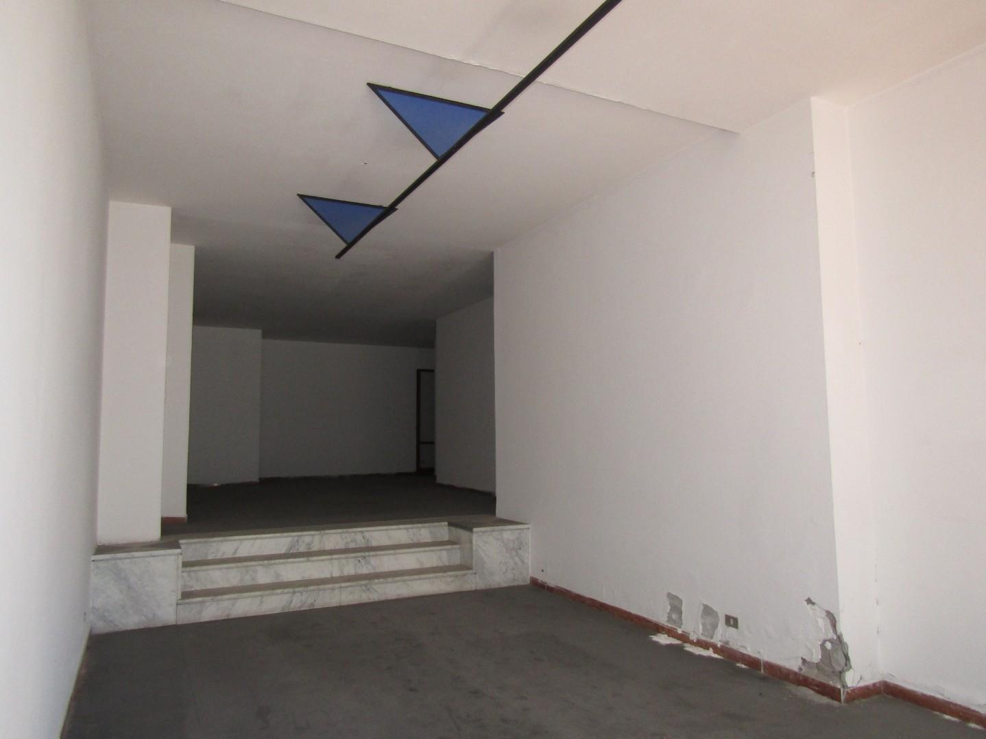 Negozio da ristrutturare a Carrara - avenza - 01