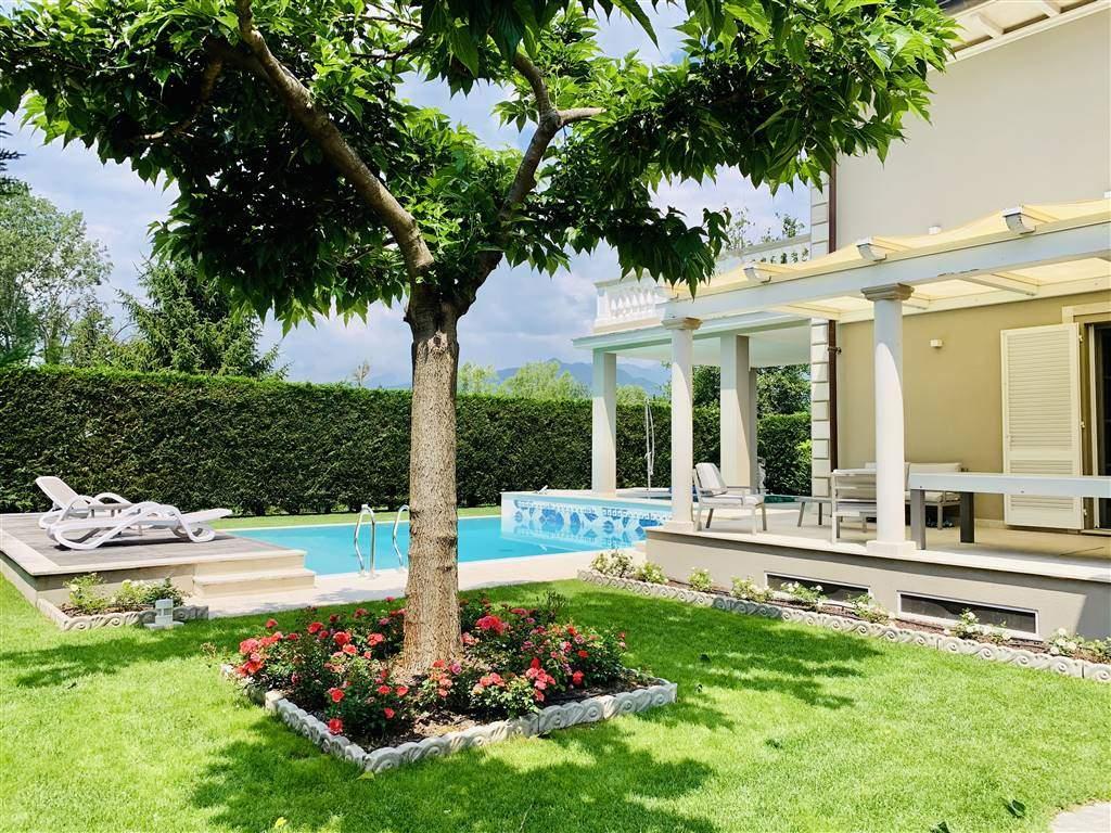Villa con giardino, Pietrasanta fiumetto