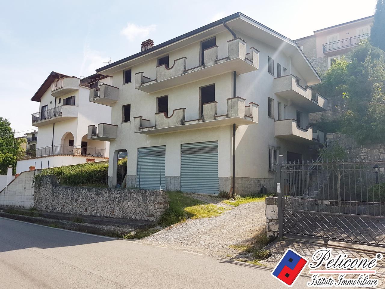 Villa con terrazzo, Lenola centro
