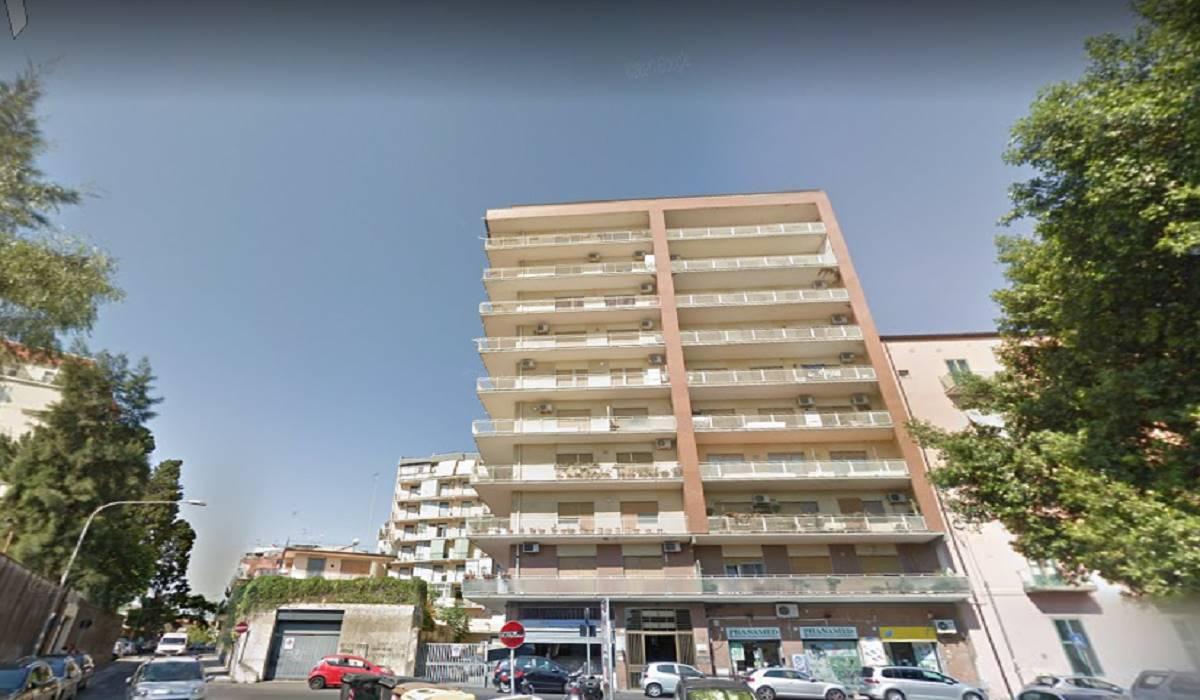 Trilocale in vendita, Catania piazza lanza