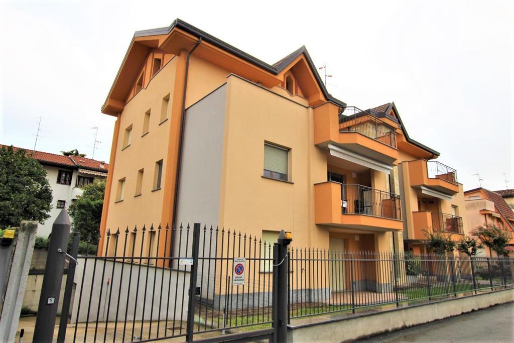Attico con terrazzo in via carducci 10, Nova Milanese