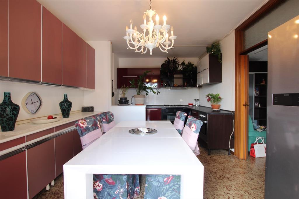 Appartamento con terrazzo in via rossini 30, Cinisello Balsamo