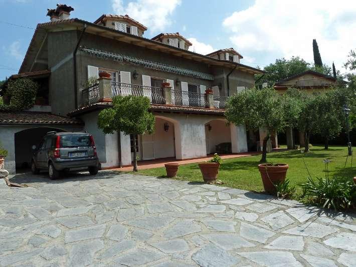 Vende villa con giardino a Sarzana - 01, Foto
