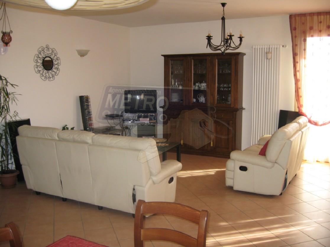 Vendesi appartamento con terrazzo a Sarcedo - 01