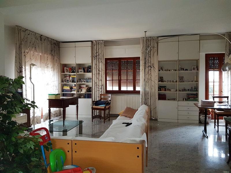 Villa con giardino a Massa