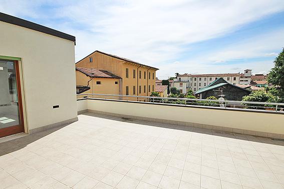 Attico con terrazzo a Verona