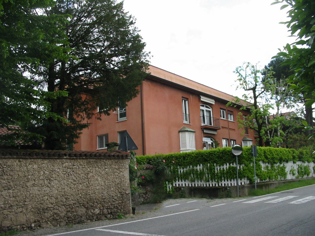 Appartamento a Lesmo in via lambro - 01