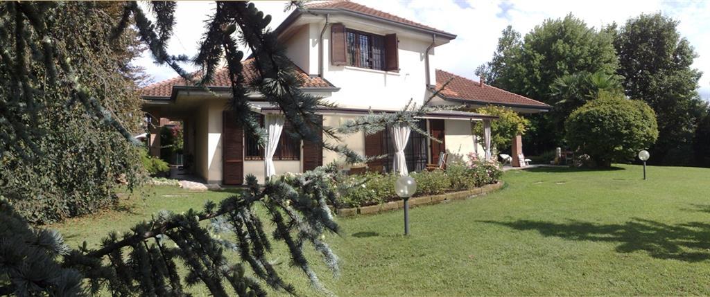 Villa a Carnate in via s.s. cornelio e cipriano - centro - 01