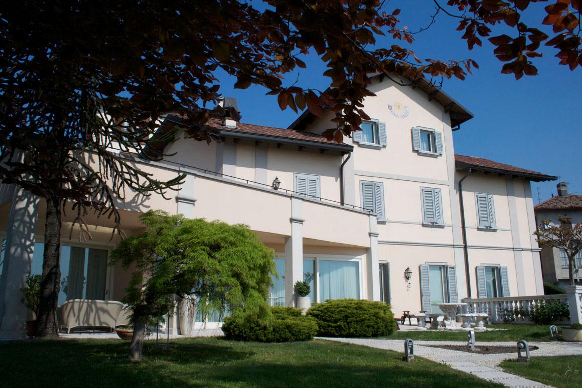 Villa a Monticello Brianza in via panoramica - 01