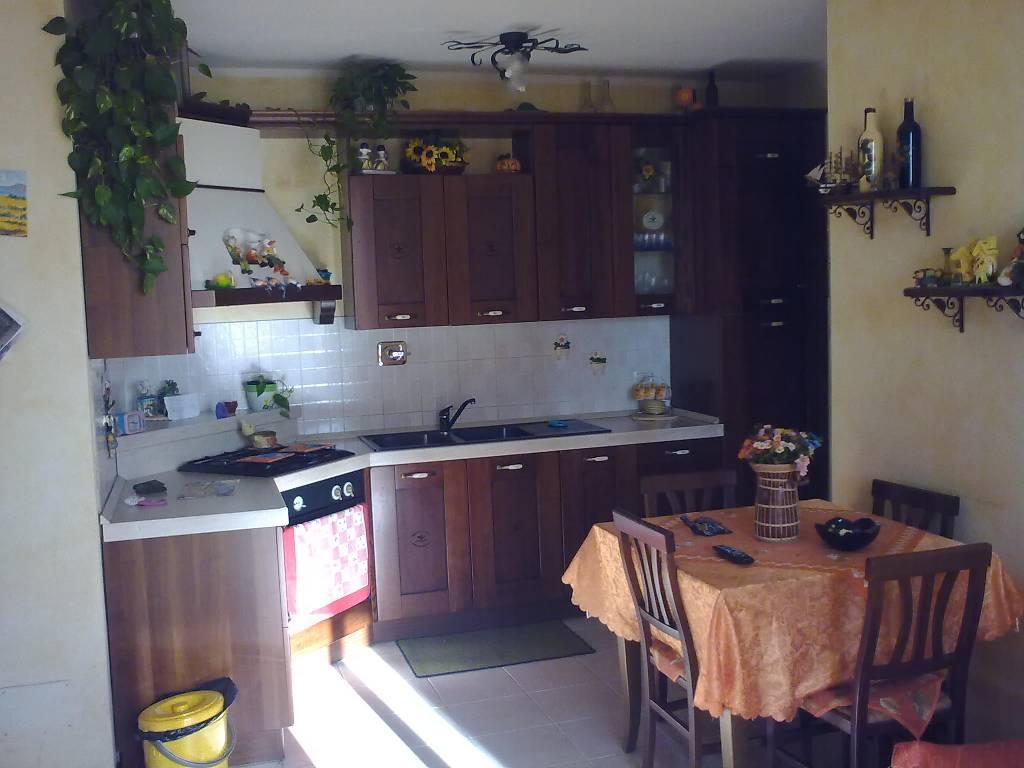 Appartamento con box doppio in larghezza a Uzzano - 01