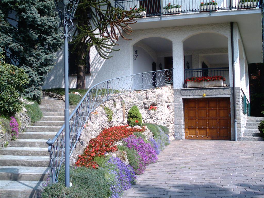 Villa Trifamiliari con giardino, Inverigo mandresca