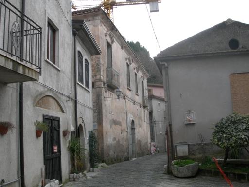 Stabile/Palazzo con giardino a Caiazzo - 01
