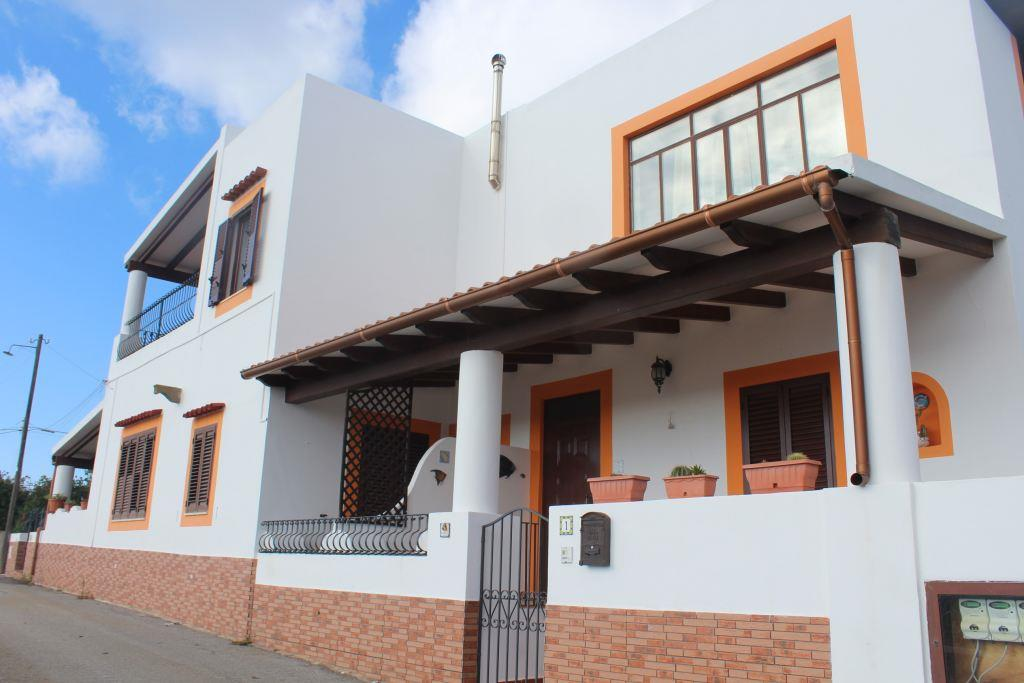 Villa Quadrifamiliari in vendita in via stradale pianoconte 98055 lipari, Lipari