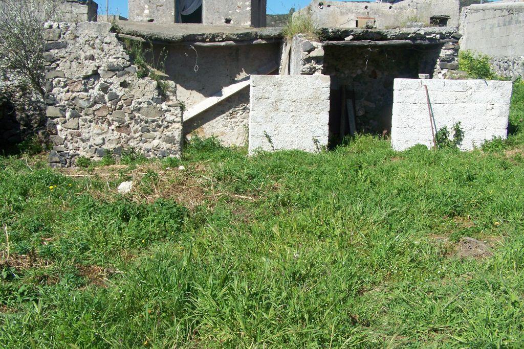 Magazzino con giardino in via castellaro 98055 lipari, Lipari