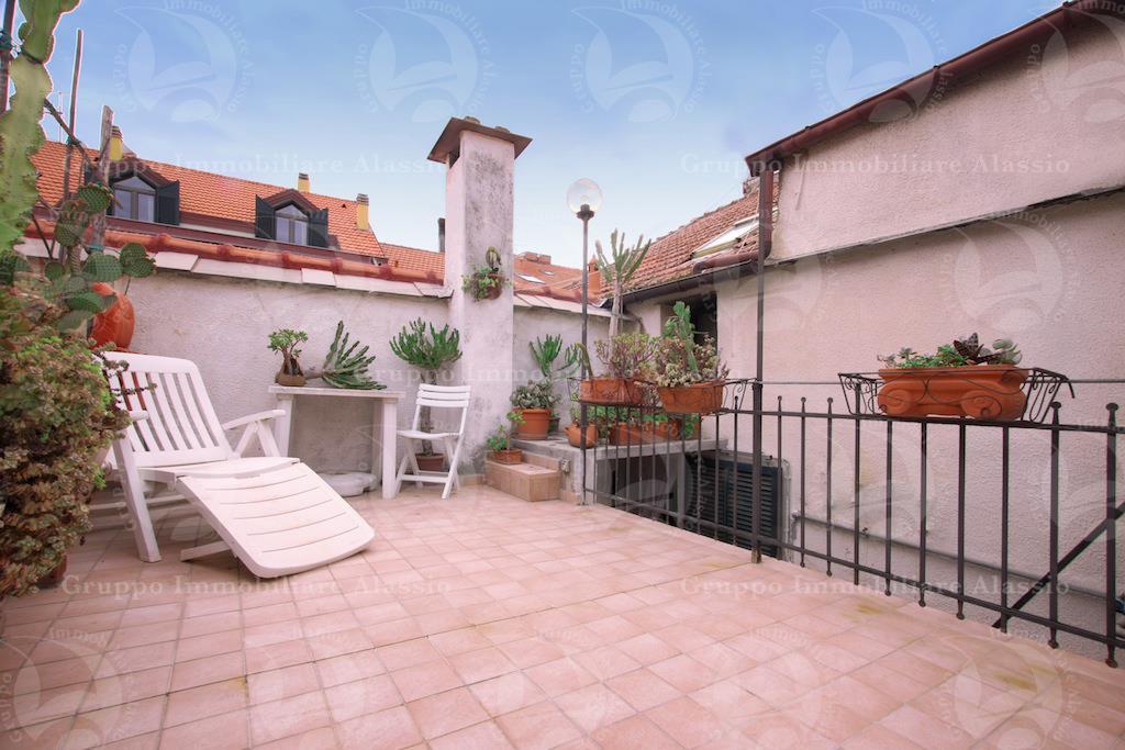 Appartamento con terrazzo a Alassio in via vittorio veneto - 01