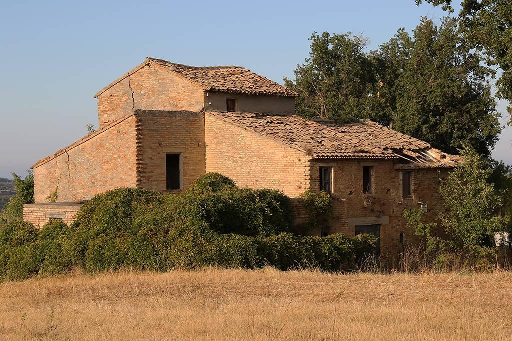 Rustico da ristrutturare a Acquaviva Picena - residenziale - 01