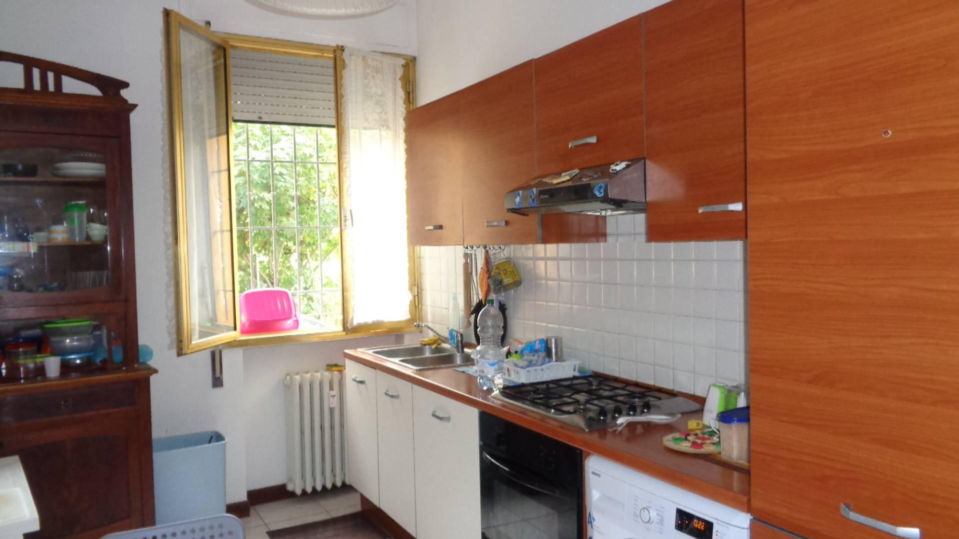 Appartamento con box a Ferrara - viale cavour-corso isonzo - 01