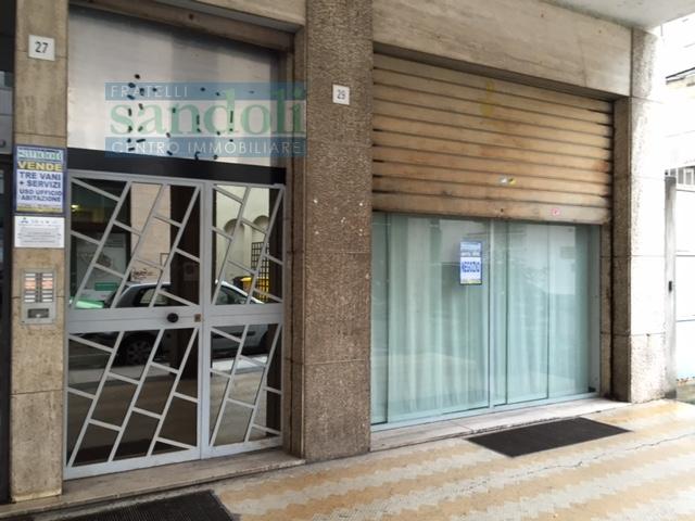 Vendo negozio Vercelli centro