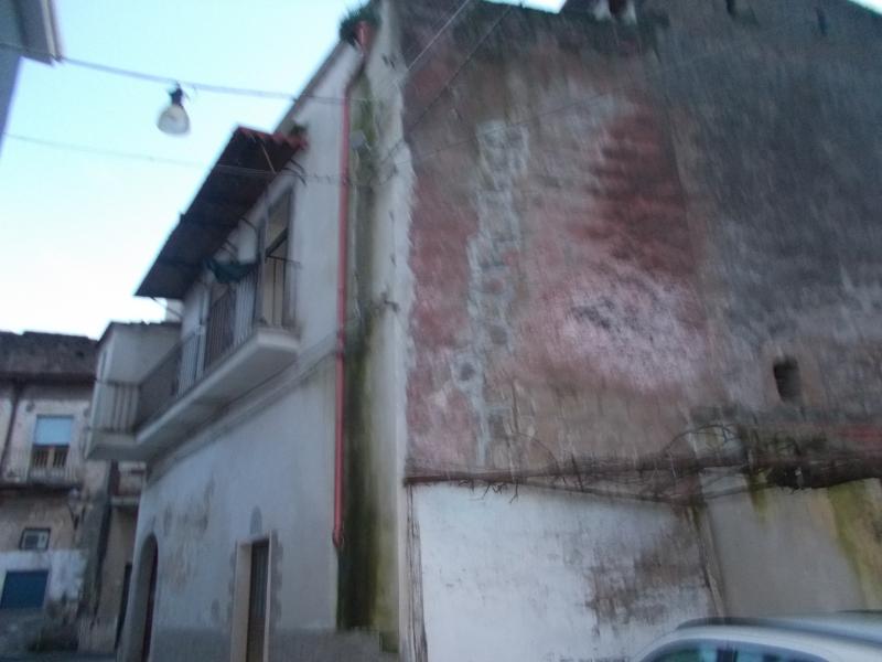 Casa indipendente da ristrutturare a Mondragone