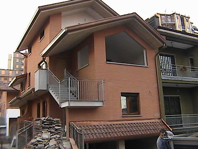 Vende appartamento con terrazzo a Cinisello Balsamo - 01