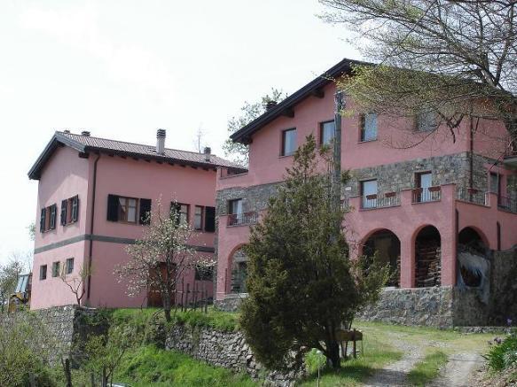 Vende attività commerciali a Varese Ligure - 01