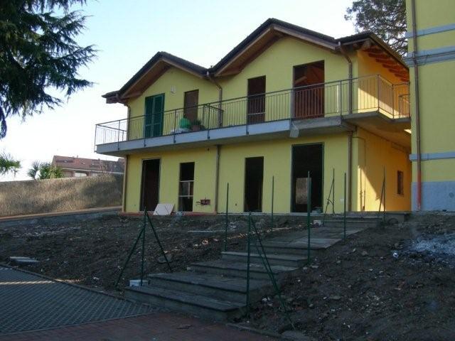 Vende bilocale con giardino a Germignaga - 01