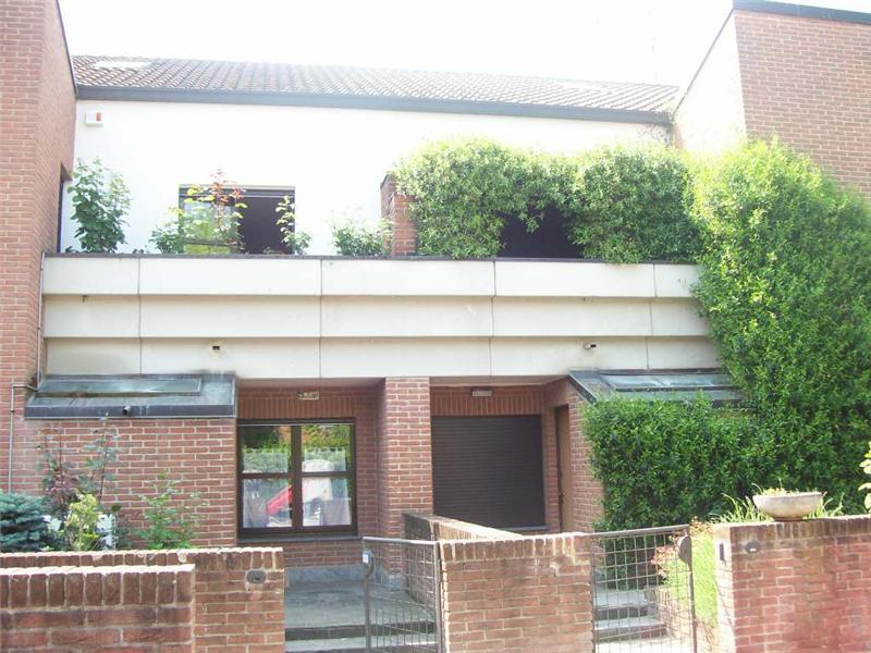 Vende villa con giardino a Agrate Brianza - 01