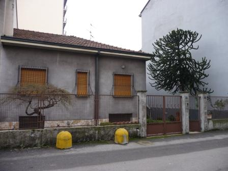 Vende villa con giardino a Cinisello Balsamo - 01