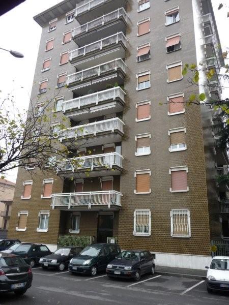 Vendo appartamento con terrazzo a Cinisello Balsamo - 01