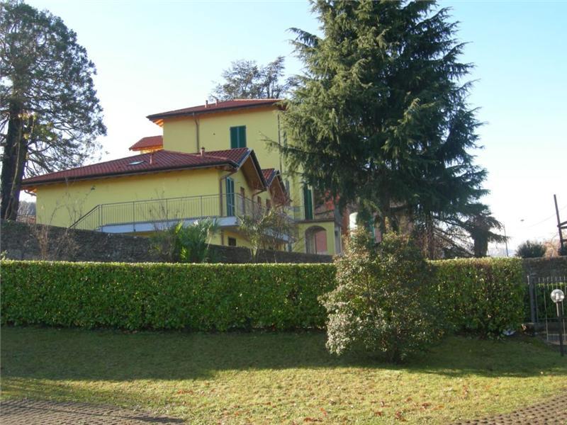 Villa con box doppio in lunghezza a Germignaga - 01