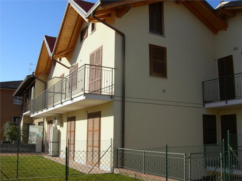 Villa con giardino a Leggiuno - 01