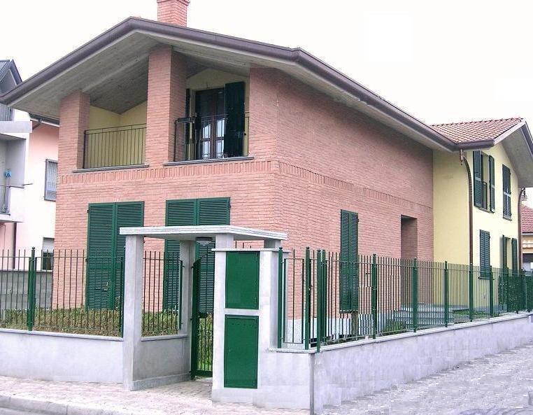 Villa con giardino a Muggiò - 01