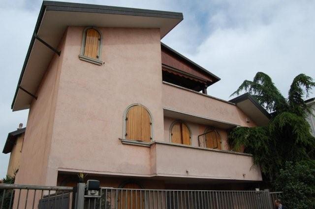 Villa con giardino Sesto San Giovanni adiacenze viale italia - 01
