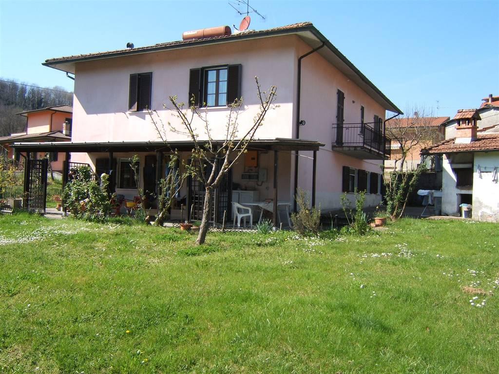 Vende villa con giardino a Fivizzano - 01, Foto