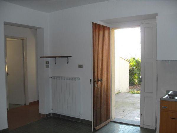 Vende casa indipendente con giardino a Stroncone - 01, terni casa singola con terreno a stroncone