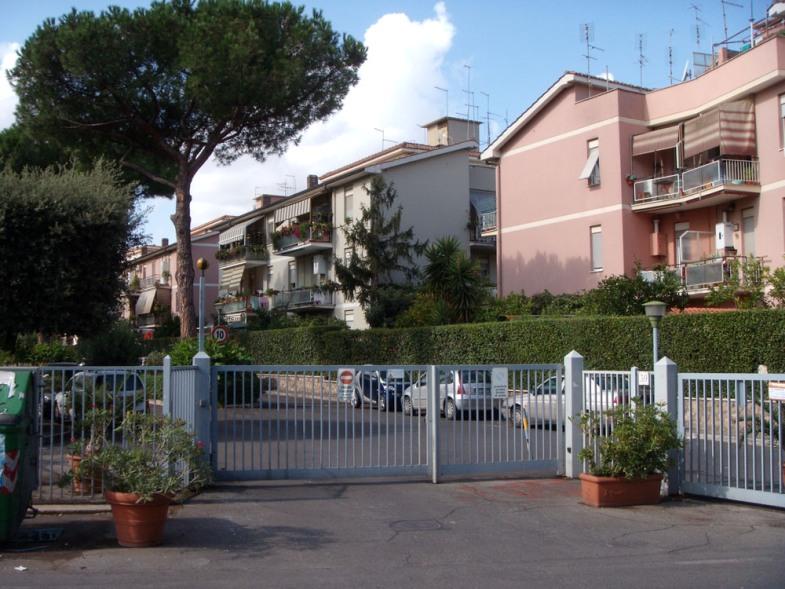 Bilocale arredato Roma capanelle statuario - 01