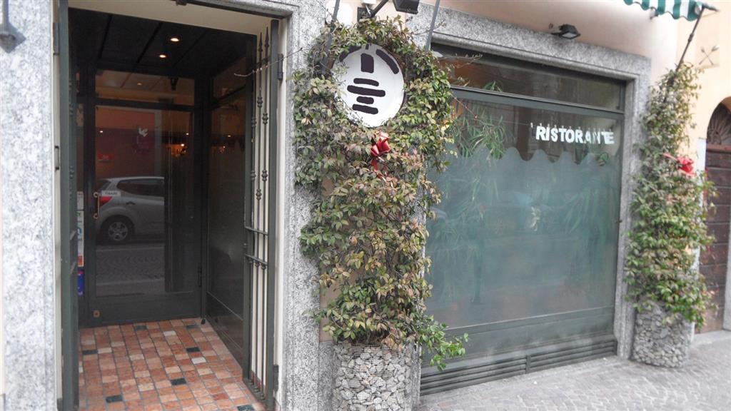 foto 1 di Locale commerciale via borgovico Como - Rif. conetr
